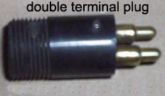 Threaded double terminal plug